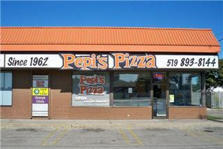 Pepi's Pizza - Photo 4