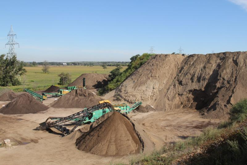 Petrie's Quality Topsoil Ltd - Photo 8