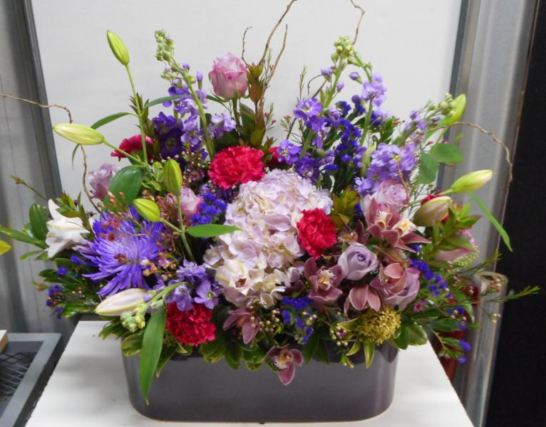 abbotsford florist-buckets flowers-english country garden-arrangement - Buckets Fresh Flower Market