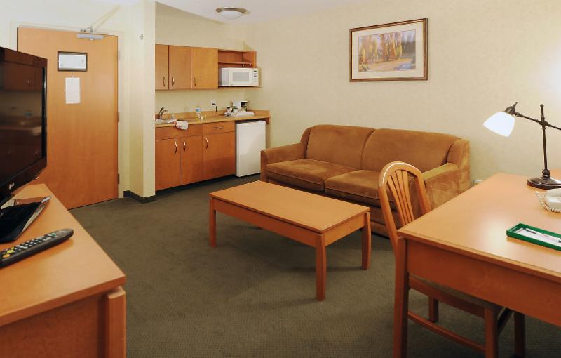 Rosslyn Inn & Suites Ltd - Photo 4
