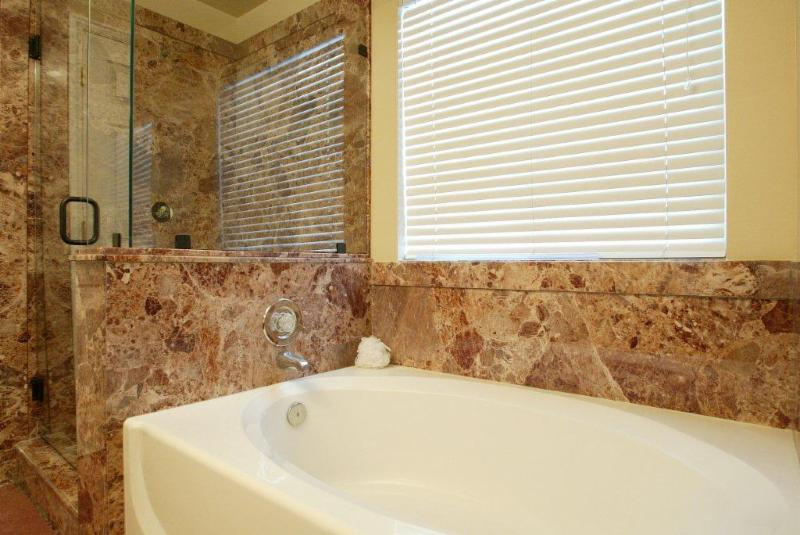 Peterborough bath renovators peterborough on 8 637 for Kitchen ideas queensway