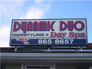 Dynamic Duo Hairstyling - Photo 11