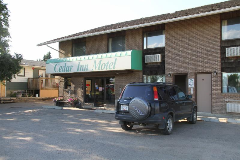 Cedar Inn Motel - Lloydminster, SK S9V 0G3 - (306)825-6155 | ShowMeLocal.com