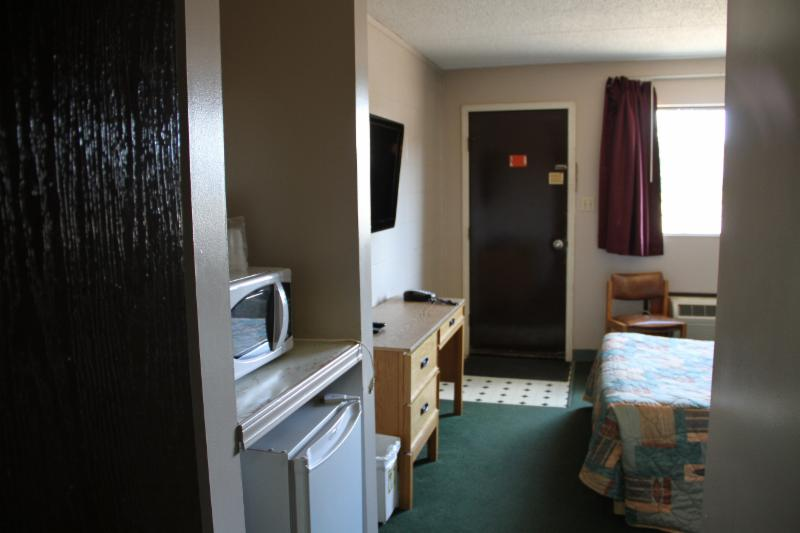 Cedar Inn Motel - Photo 7