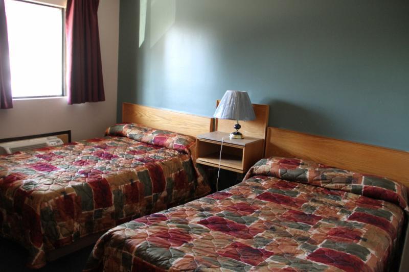 Cedar Inn Motel - Photo 10