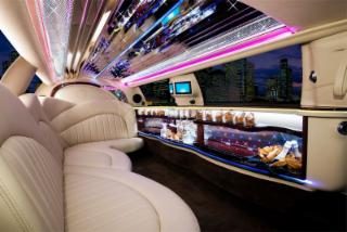 C M Limousines - Photo 4