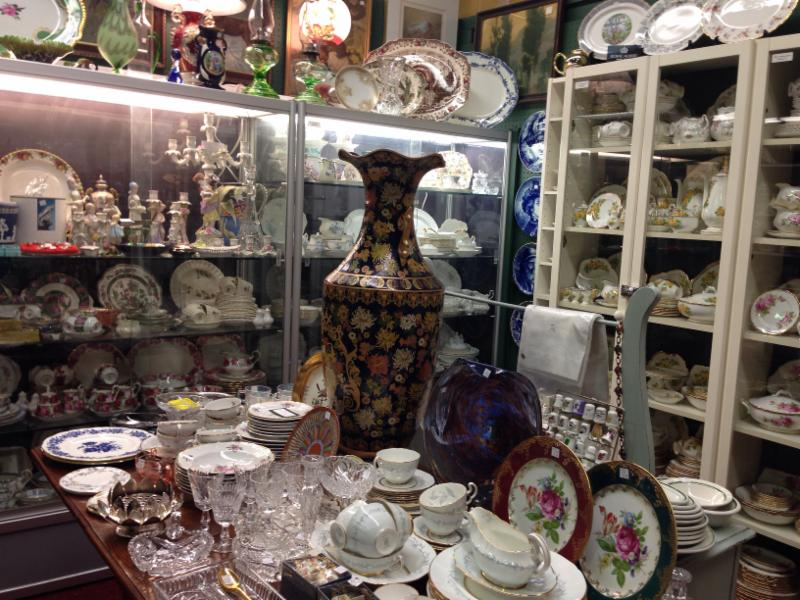Village Antiques Mall - Photo 4