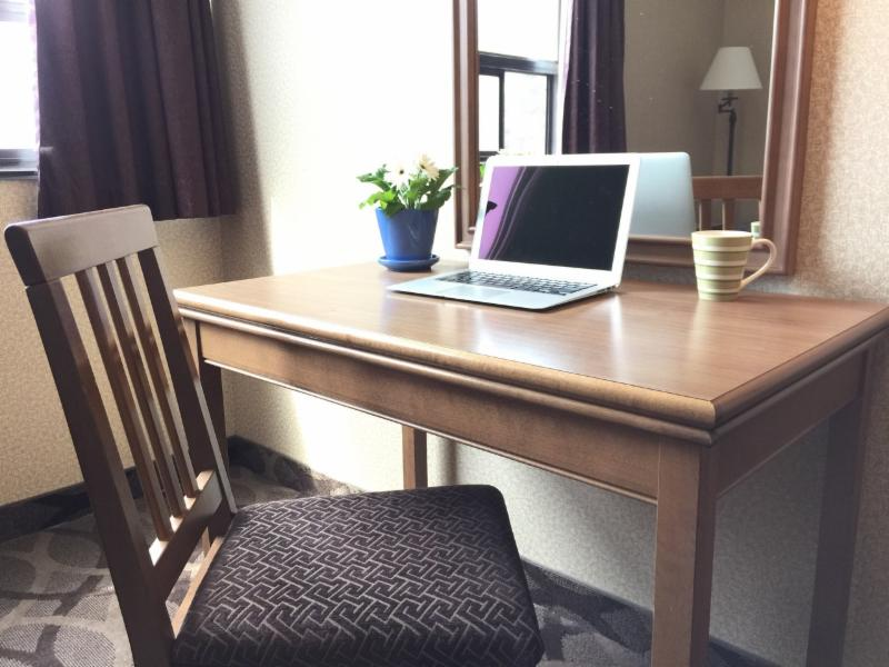 writing - desk in room - Super 5 Inn