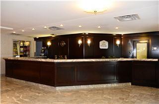 Best Western PLUS Victoria Park Suites - Photo 3