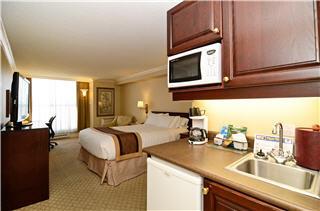 Best Western PLUS Victoria Park Suites - Photo 5