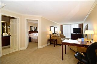 Best Western PLUS Victoria Park Suites - Photo 6