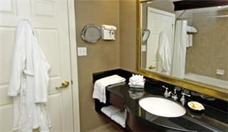 Best Western PLUS Victoria Park Suites - Photo 8