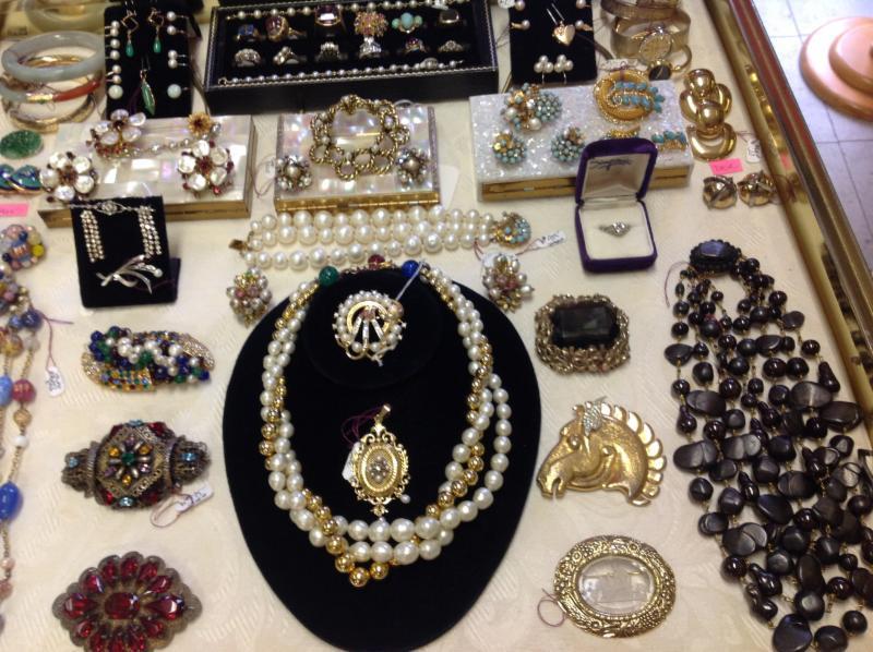 bead the goes on toronto on 256 soudan ave canpages