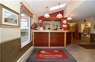 Econo Lodge Inn & Suites - Photo 1