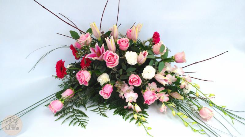 -Essence de Roses:     ce bouquet de fleurs est composé de roses, de dendrobium rose, de gergberas fushias, et de lys de sorbonnes roses. Commandez-le via notre service de livraison de fleurs à Chicoutimi, Saguenay ! - Maison Marchand Fleuriste