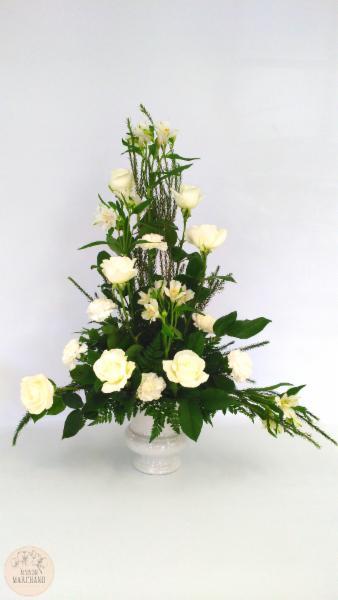 -Le Mont-Valin:     ce bouquet de fleurs est composé de roses, d'alstromeria et d'oeillets. Offrez le via notre service de livraison de fleurs partout à Chicoutimi, Saguenay ! - Maison Marchand Fleuriste