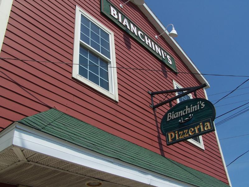 Bianchini's Pizzeria - Photo 2