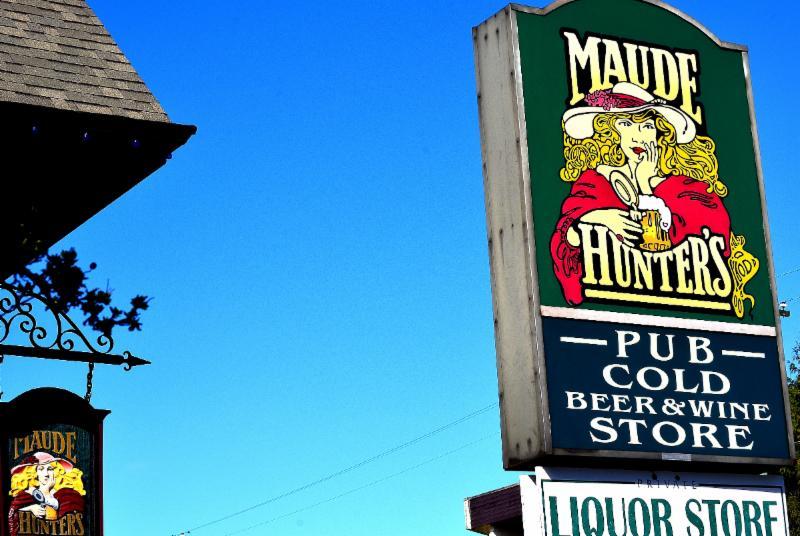 Maude Hunter's Pub - Photo 2