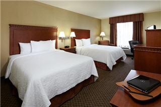 Hampton Inn & Suites by Hilton Montreal (Dorval) - Photo 1