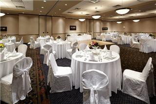Hampton Inn & Suites by Hilton Montreal (Dorval) - Photo 10
