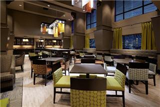 Hampton Inn & Suites by Hilton Montreal (Dorval) - Photo 8