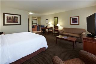 Hampton Inn & Suites by Hilton Montreal (Dorval) - Photo 3