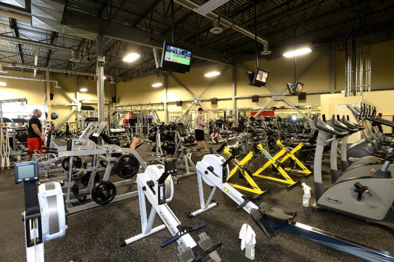 Club Phoenix Fitness - Photo 4