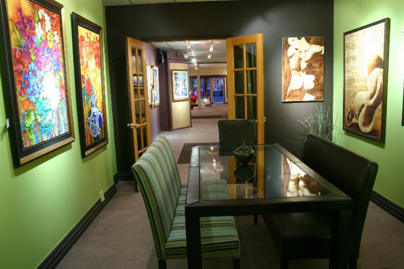 Galerie d 39 art iris horaire d 39 ouverture 30 rue saint for Auberge maison otis baie st paul