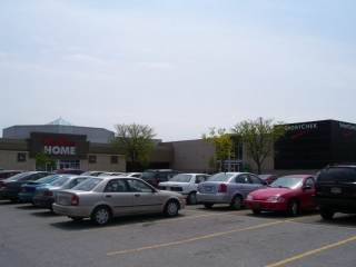 Niagara Square Shopping Centre - Photo 1