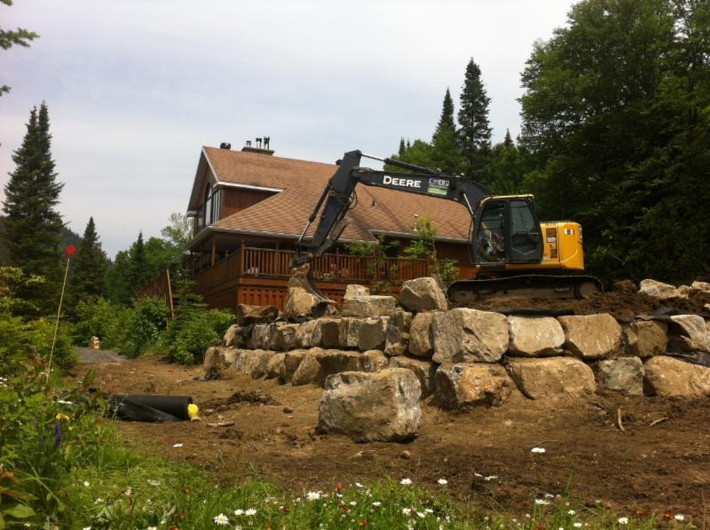Aménagement , mur de soutènement en roches naturelles - G L P Paysagiste inc