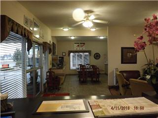 Econo Lodge Inn & Suites - Photo 10