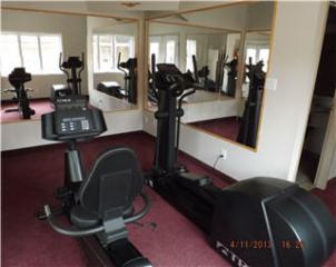 Econo Lodge & Suites - Photo 7