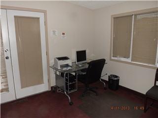 Econo Lodge & Suites - Photo 4