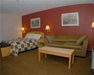Econo Lodge & Suites - Photo 1