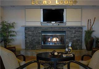 Econo Lodge Inn & Suites - Photo 5