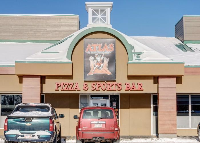 Atlas Pizza & Sports Bar - Photo 4