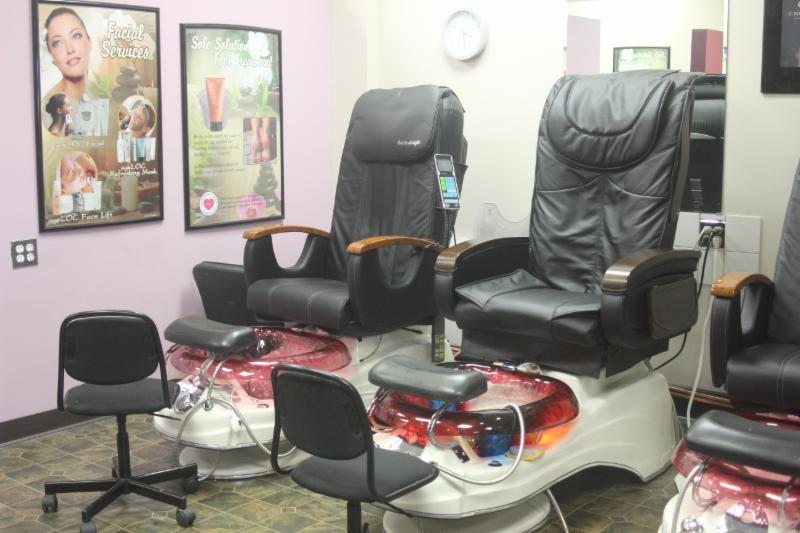 Nous offrons des produits Nu Skin pour une pédicure de luxe revigorante et nourrissante, qui comprends un massage relaxant des pieds.