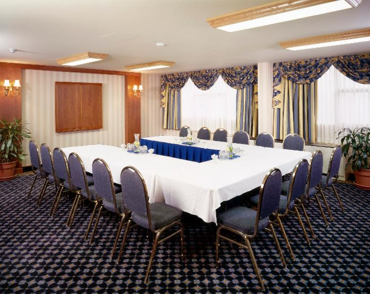Holiday Inn - Photo 10