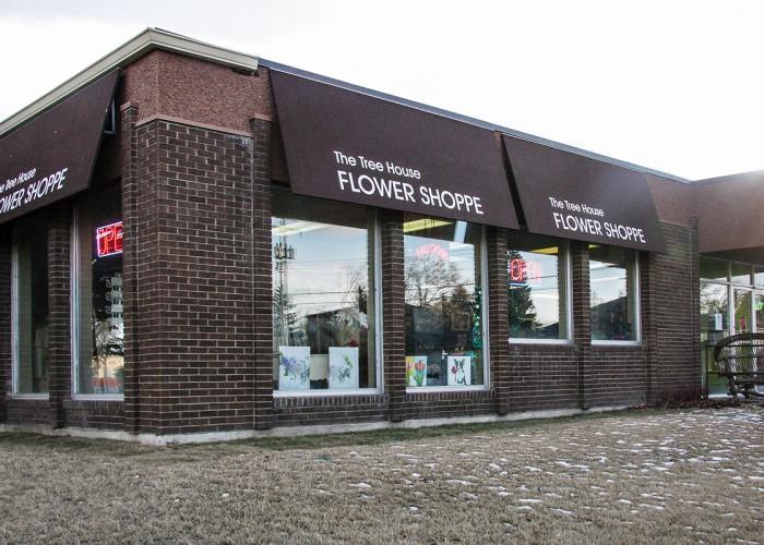 The Tree House Flower Shop - Photo 4