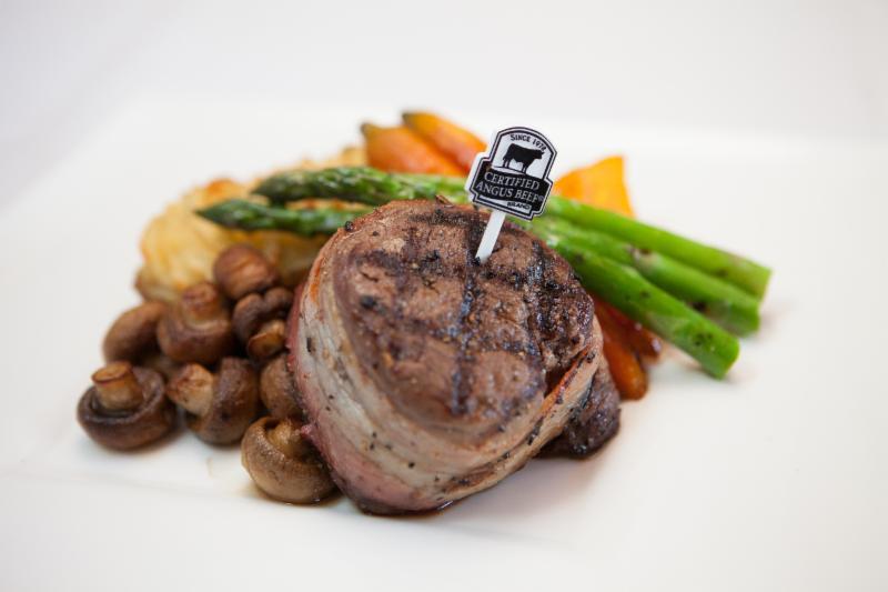 Berc's Steak House - Photo 4