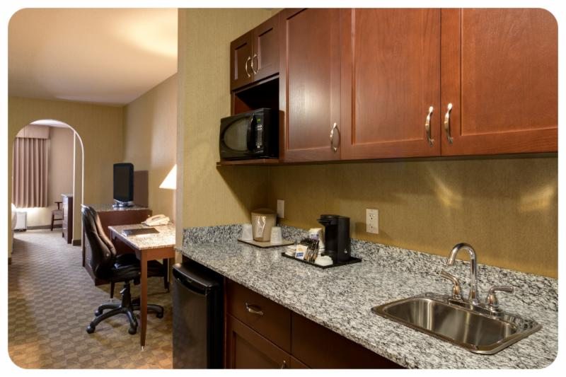 Comfort Inn & Suites - Photo 4