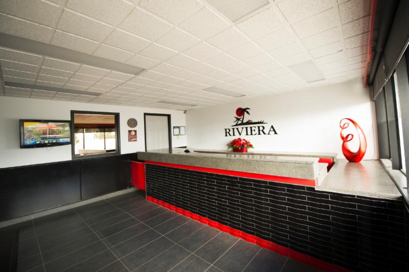 Riviera Motor Inn - Photo 3