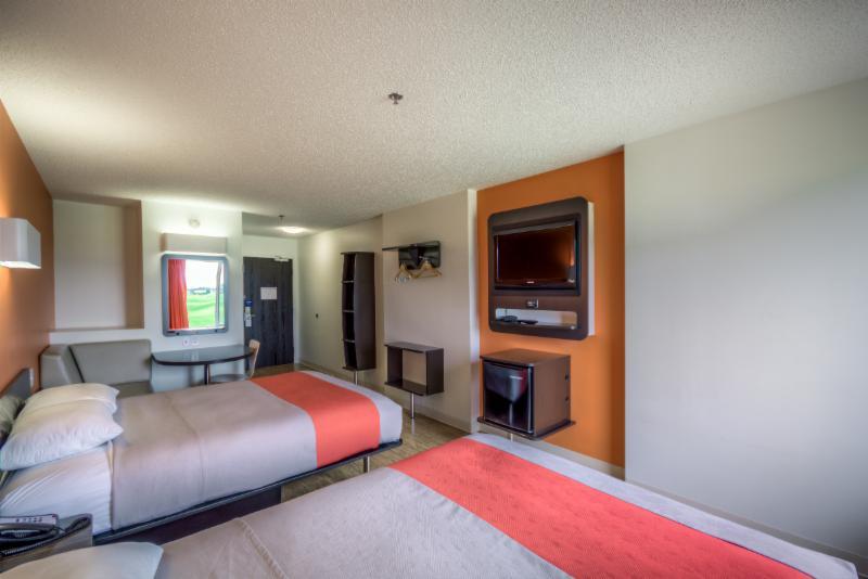 Motel 6 - Photo 33