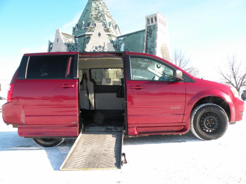 TAXI ÉLITE se veut une référence en matière de transport adapté dans la région de Trois-Rivières. Nous offrons des solutions de transport autant pour les particuliers que pour les institutions. - Taxi Elite