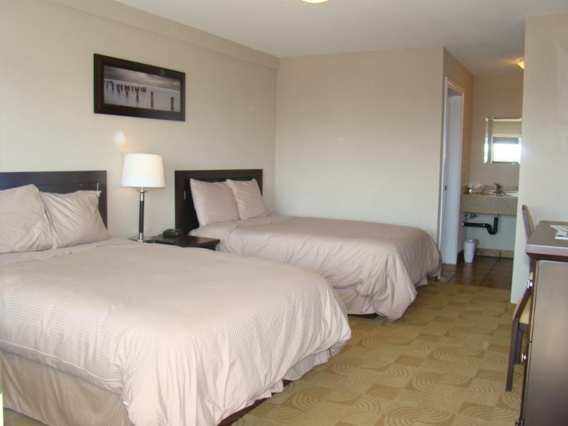 Shoreside Inn & Suites - Photo 3
