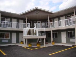 Shoreside Inn & Suites - Photo 1