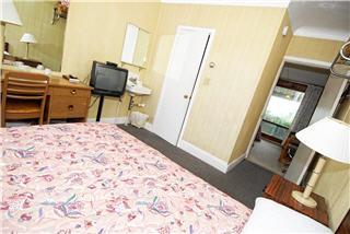 Ascot Motel - Photo 4