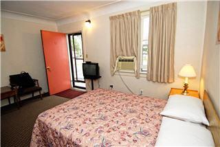 Ascot Motel - Photo 7