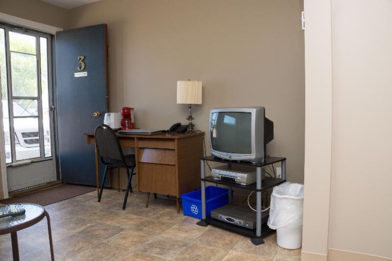 Thunderhill Motel - Photo 8