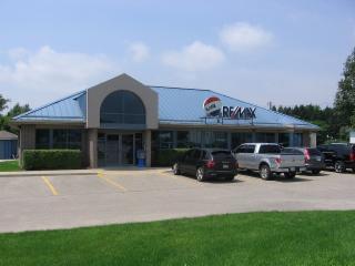 RE/MAX Tri-County Realty Inc Brokerage - Photo 1
